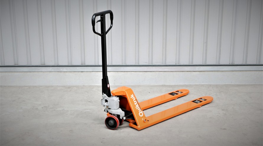 The Quiktruk M15L pallet jack from Simpro has a 1500kg load capacity and low-profile forks, to allow accessing CHEP pallets from any direction